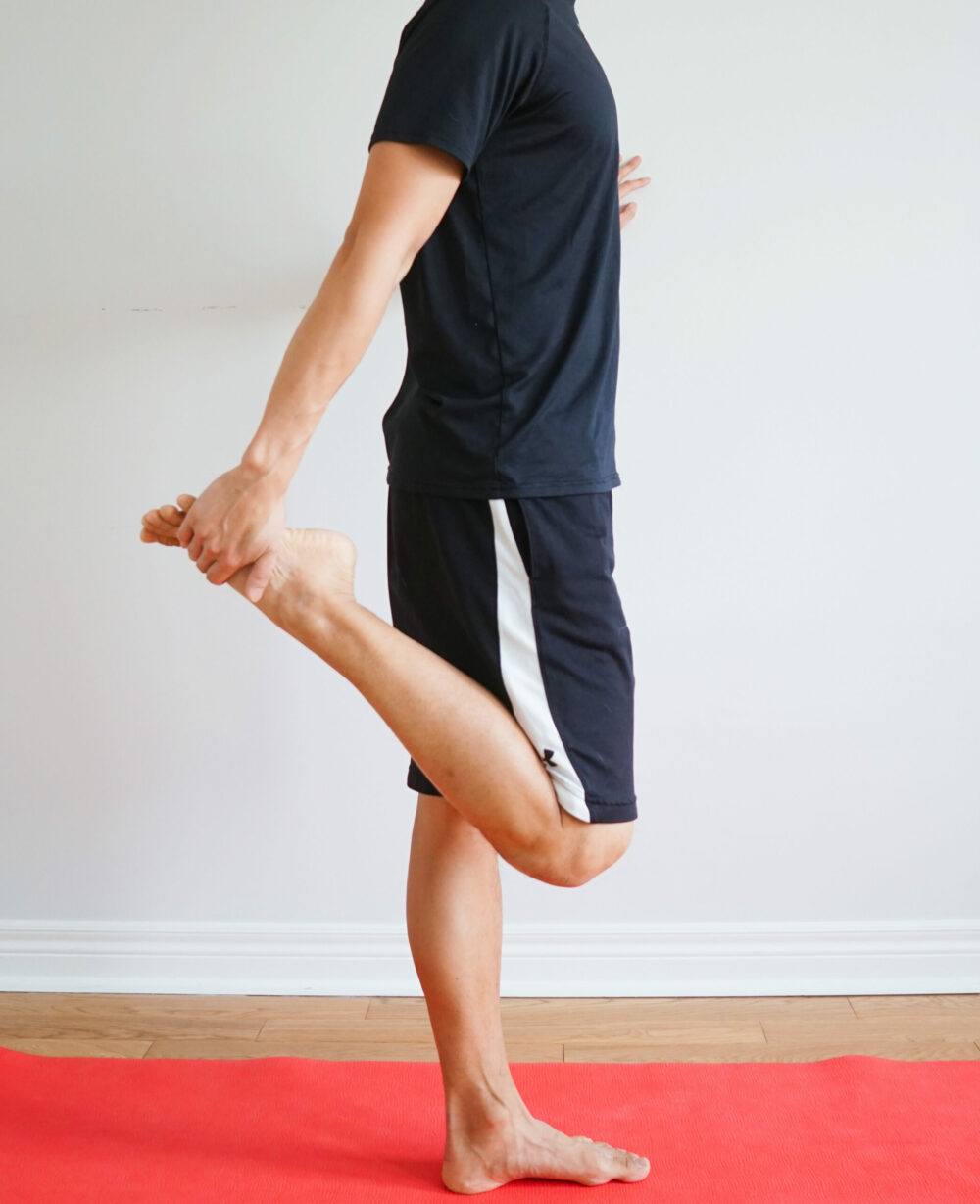 quadriceps stretch in standing